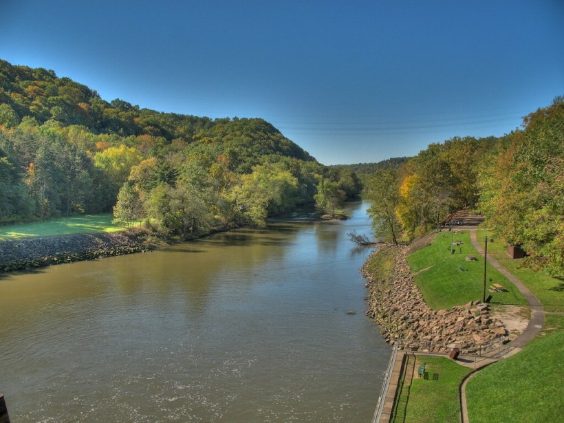 photo of Dover Dam on the Tuscarawas River in New Philadelphia